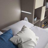 F422-lovos-spintoje-priedai-apsvietimas