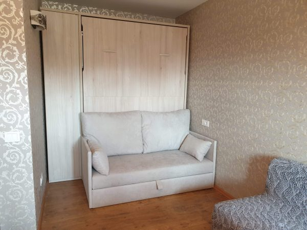 lova-spintoje-sofa-lova-monoideja