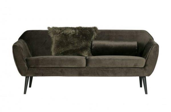 tamsiai-žalia-samanų-sofa