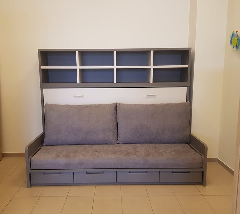lova-spintoje-su-sofa-lovos-spintoje-monoidėja