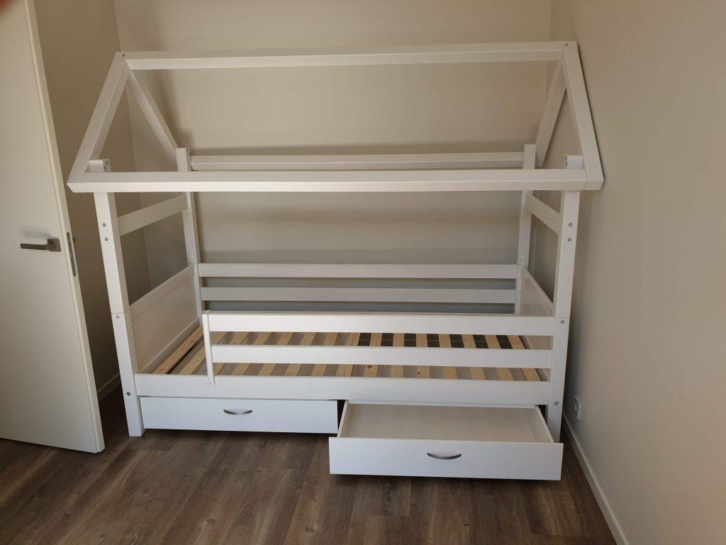 lova-namelis-vaikams