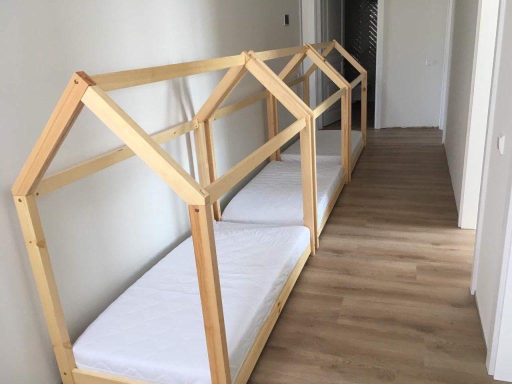 lovos-nameliai-monoidėja-bal;dai-namams-vaikams