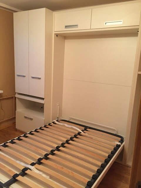 dvigulė-lova-spintoje-su-ištraukiamu-stalu