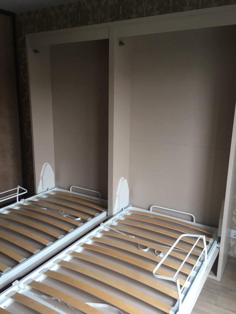 atskira-dvigulė-lova-spintoje-kontraktiniai-baldai