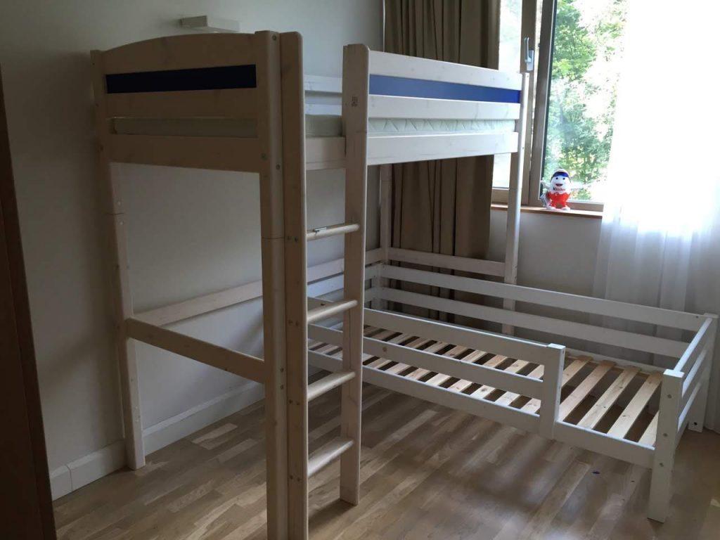 medinė-kampinė-lova