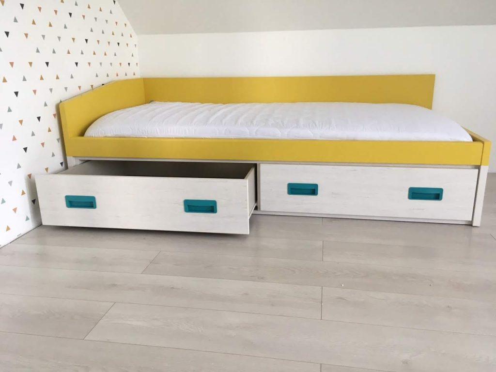 viengulė-lova-su-stalčiais