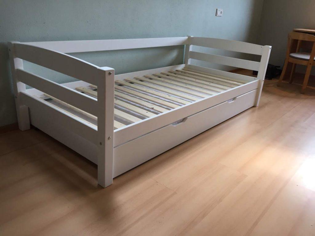 skandinaviška-lova-natūralus-medis-pušis-flexa-baldai