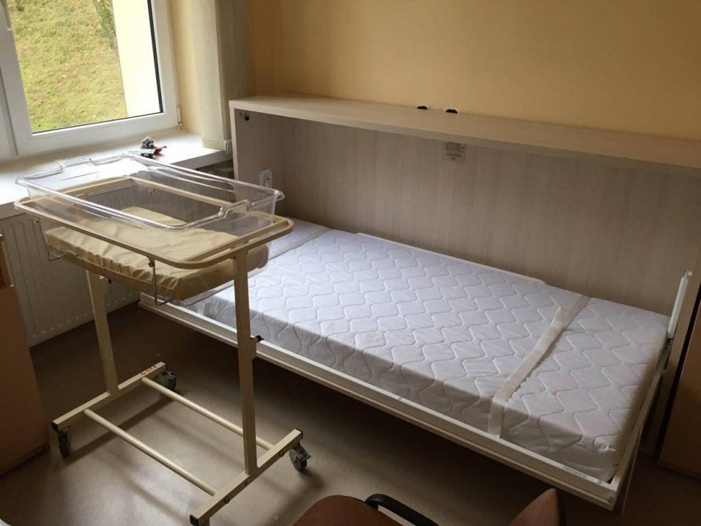 lova-spintoje-gimdymo-namuose-ligoninėje-monoidėja-baldai-namams