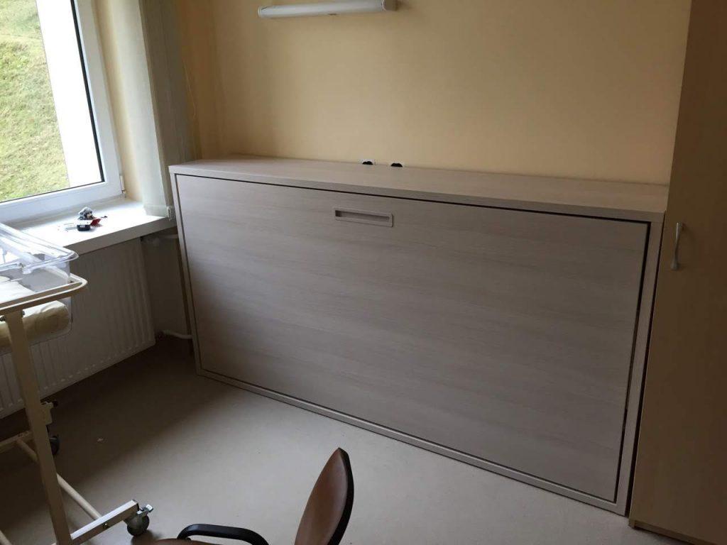 lova-spintoje-;igoninėms