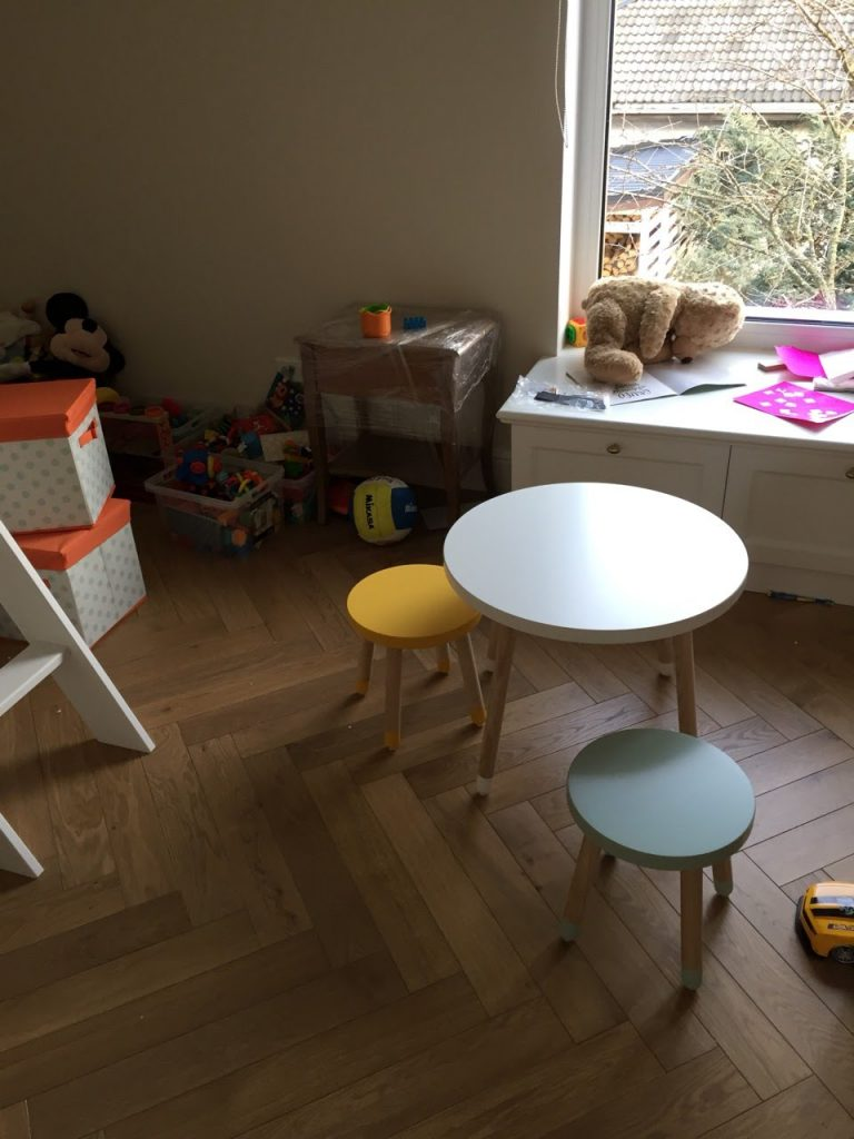 vaikiūškas-staliukas-vaikams-baldai