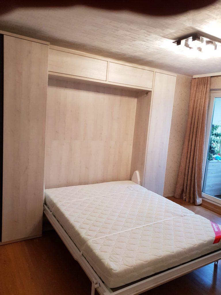 dvigulė-lova-spintoje-baldai-namams