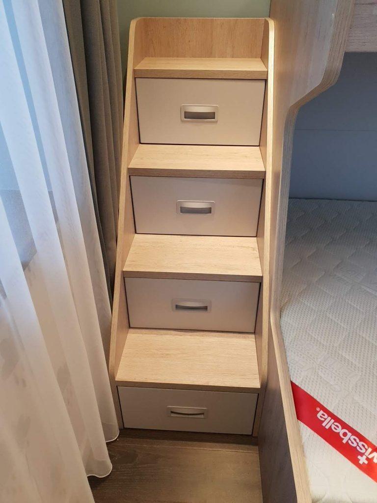 stalčiukai-laiptai-monoidėja