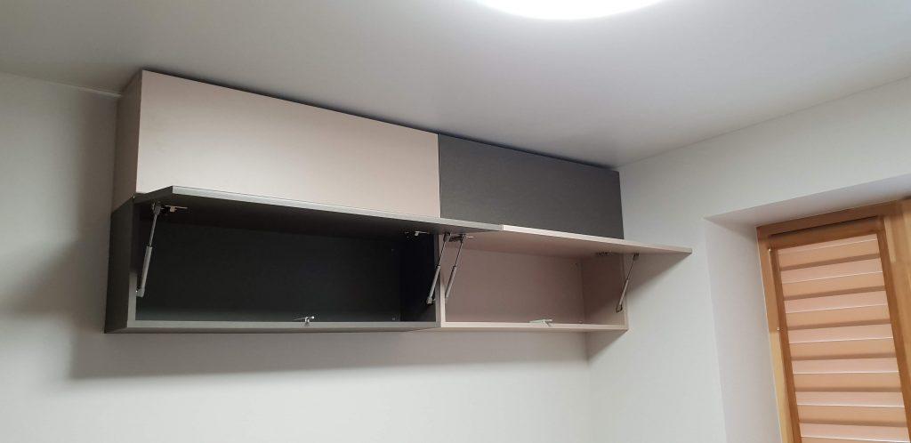 pakabinamos-lentynėlės-svetainės-baldai-namams
