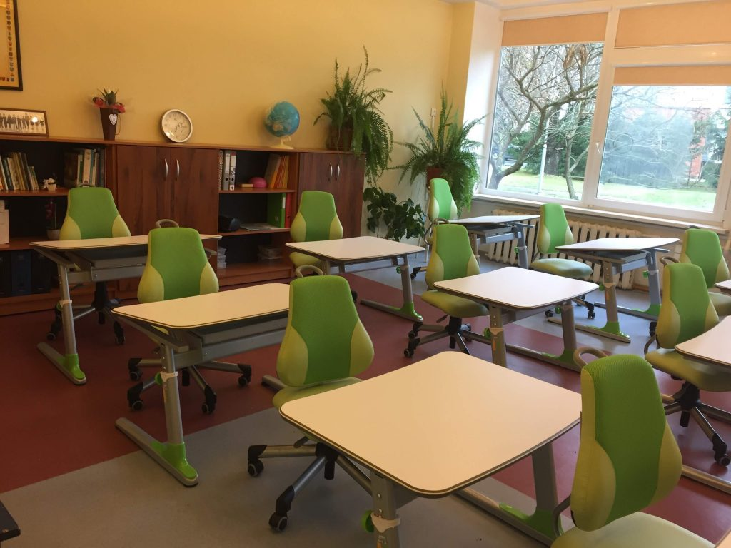 baldai-mokykloms-augantys-baldai