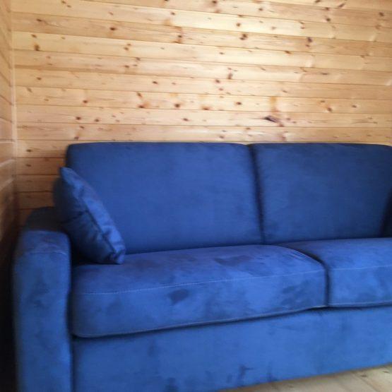 mėlyna-sofa-itališki-minkšti-baldai
