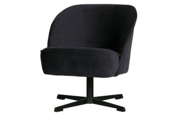 juodas-fotelis-ant-pasukamos-kojos