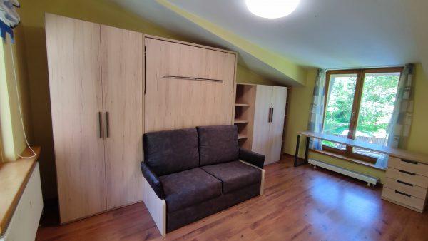gulta-skapis-ar dīvānu