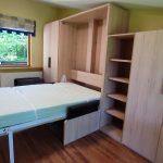 Lova spintoje su sofa Monoidėja, sieninė arverčiama lovas spintoje, lovos spintoje